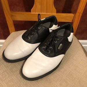 Footjoy Superlites black and white golf shoes
